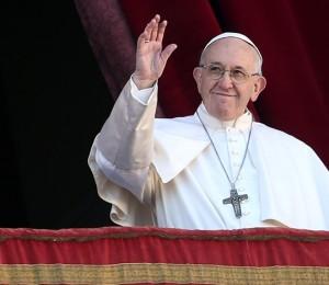 Francisco pede aos fiéis que rezem pelas famílias